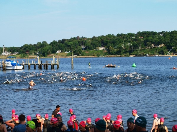 Victory Park - 2016 Nav-e-Sink or Swim Festival's start of men's 1.2-mile race