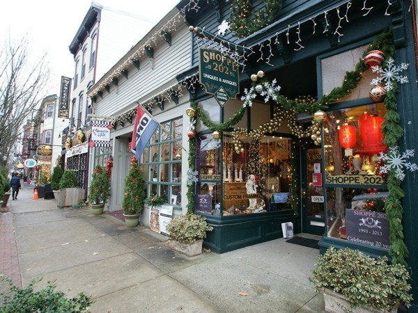 Bordentown gears up for the Holidays! Shop 202 is a wonderful little family business downtown.