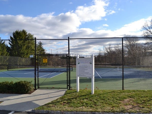 Play tennis with your friends, family or kids at the Vanderhaven Farm tennis court