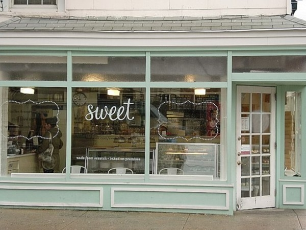 """Sweet"" bakery at 4th & Garden Sts in Hoboken, NJ"