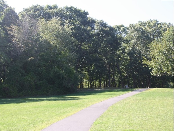 Veterans Park walking path