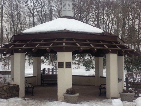 Gazebo by fishing area in Echo Lake Park