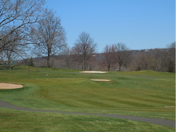 Green Knoll Golf Course has an 18 hole course and also a 9 hole pitch-and-putt course