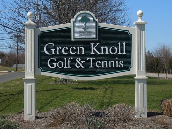 The Green Knoll Golf Course and Tennis Courts in Bridgewater offer excellent daytime activity