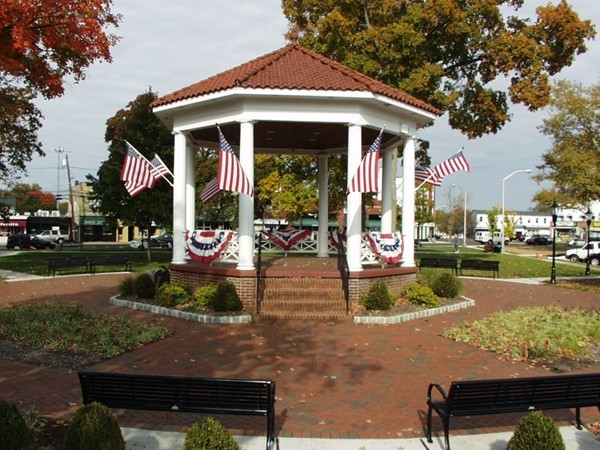 The Gazebo & Veteran's Park plays host to Memorial festivites, parade, free movies & concerts