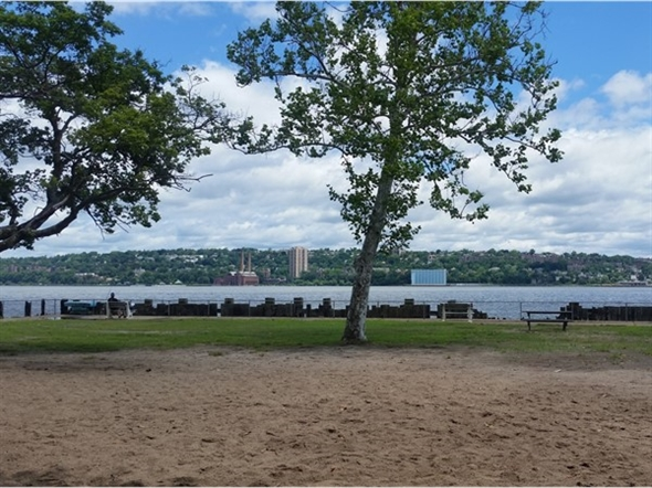 Alpine Boat Basin offers NYC skyline views. Enjoy picnic fun time or take a ride along the Hudson