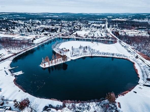 Horseshoe Lake in winter 2021