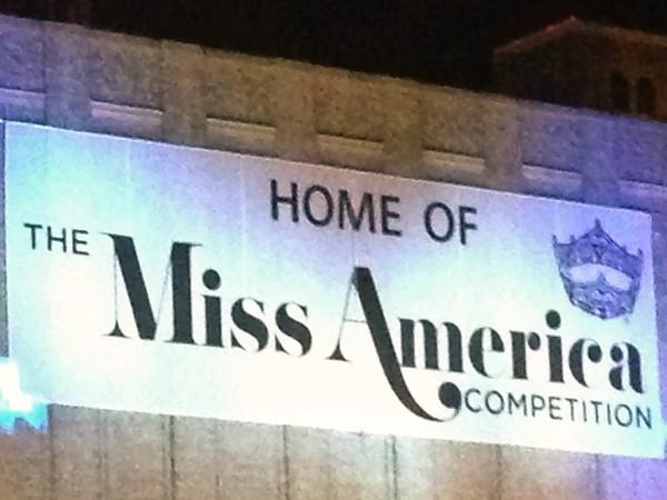 2013 Miss America banner