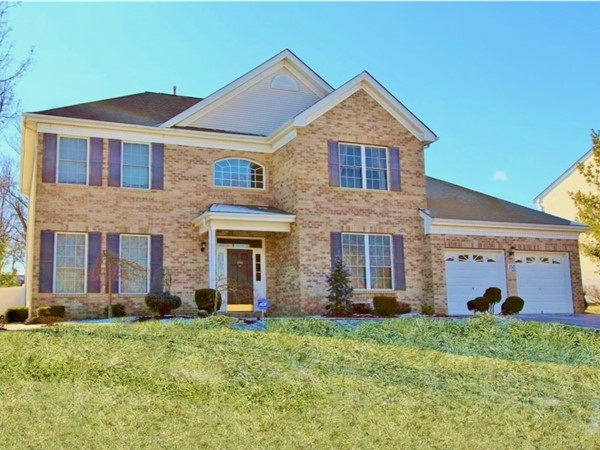 Beautiful College Park Community in Freehold Township
