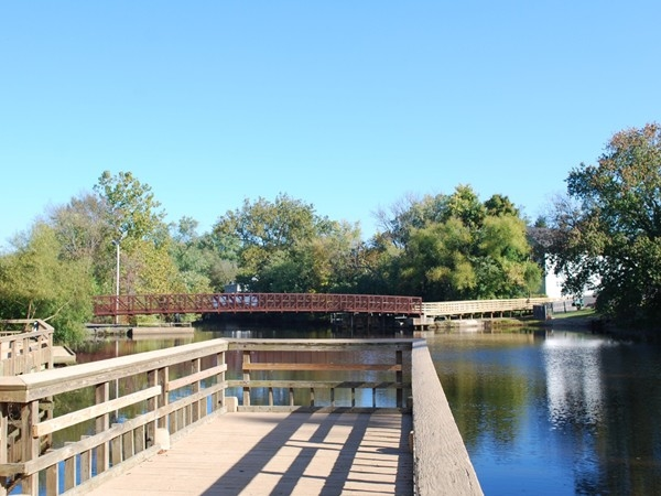 Footbridge over Oakford Lake