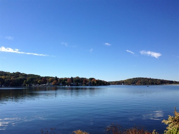 Peak leaf peeking opportunity one hour from New York!  Pack a picnic basket, hurry and come visit