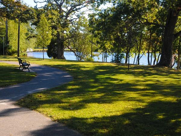 Walking trails cover Lake Manakawkin