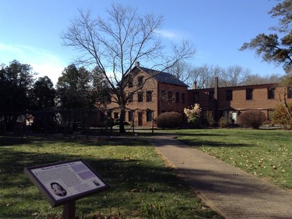 Smithville Mansion court yard