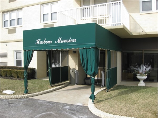 Harbour Mansion condominium on the beach with indoor pool and utilities included