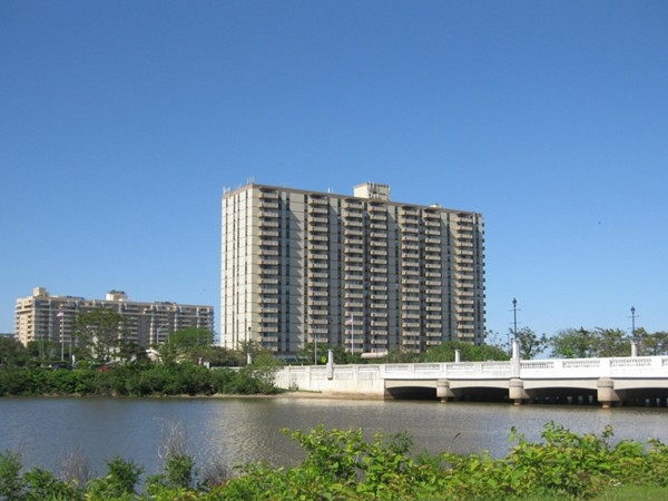 Imperial House: West End oceanfront, luxury high-rise