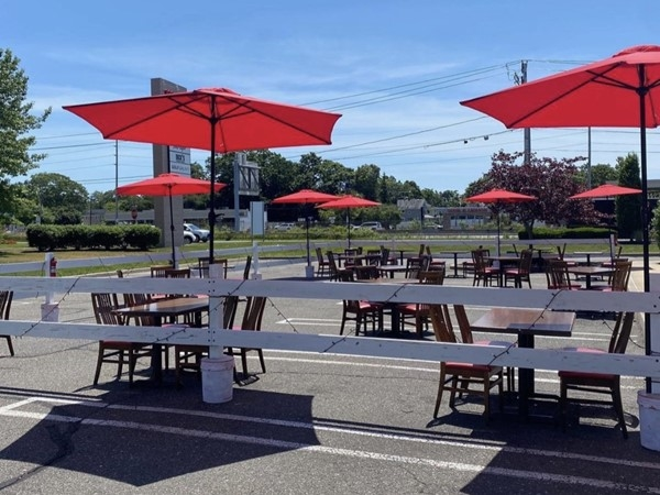 Outdoor dining at TGI Friday's at Westfield South Shore Mall