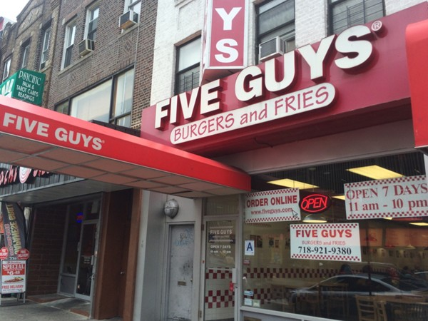 I love the burgers and fries here