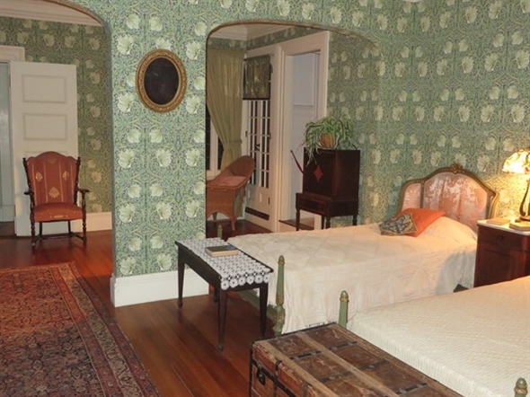Guest bedroom at the Sonnenberg Mansion