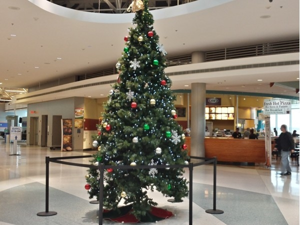 It's Christmas time at MacArthur Airport