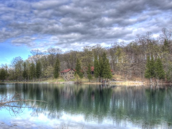 Beautiful reflections in the water at Green Lakes State Park