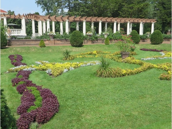 Formal gardens at Sonnenberg Gardens