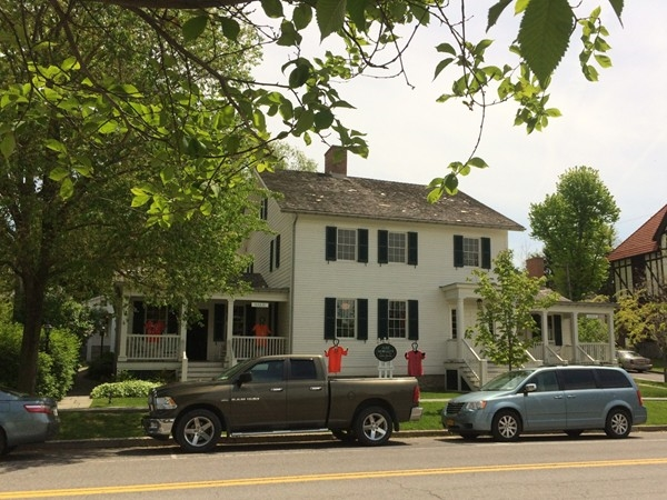 Jane Morgan's Little House - An upscale dress and accessory shop in the Village of Aurora