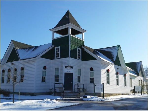 Gardiner Town Hall occupies former schoolhouse