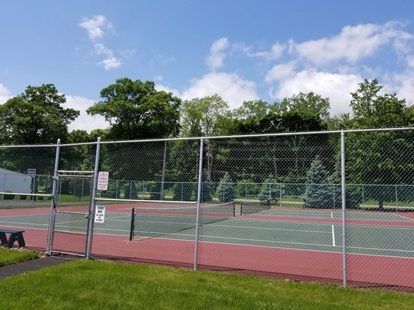 The tennis courts at Plum Point Condominiums