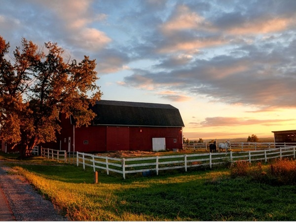 Something about red barns, white fences and autumn sunsets that I find simply irresistible