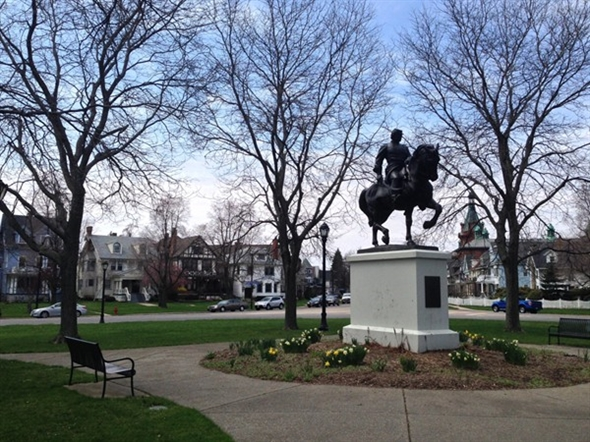 Colonial Circle on Richmond Avenue and Bidwell Parkway