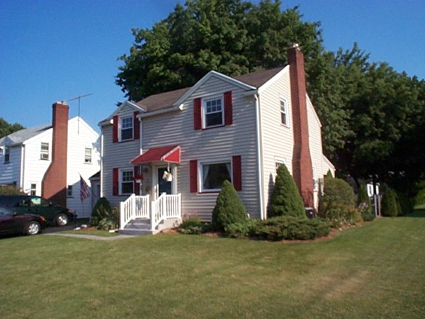 Small Colonial home on Harwick Road in East Irondequoit