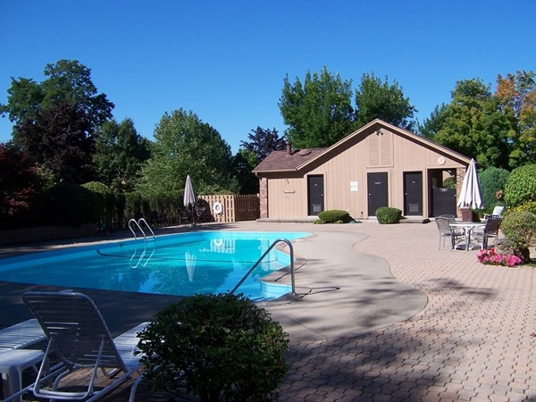 Clubhouse and pool at Shadow Pines in Penfield