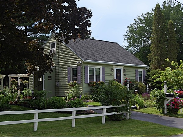 One of my favorite little Hampton Manor Homes surrounded by an English Garden