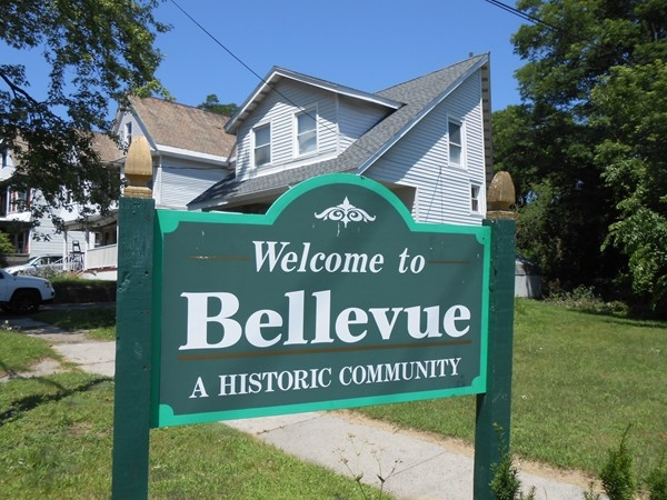 The historic Bellevue neighborhhod has mixed housing styles and architecture.  A very walkable area.