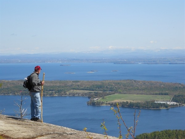 A mere 1.5 mile climb to get this spectacular view at the top of Rattlesnake Mountain
