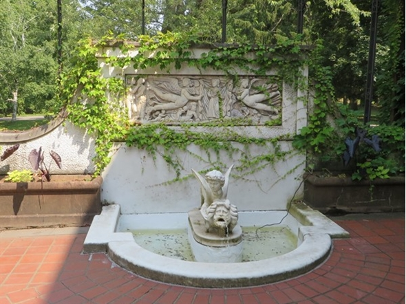 Fountain on the back patio at the Sonnenberg Mansion