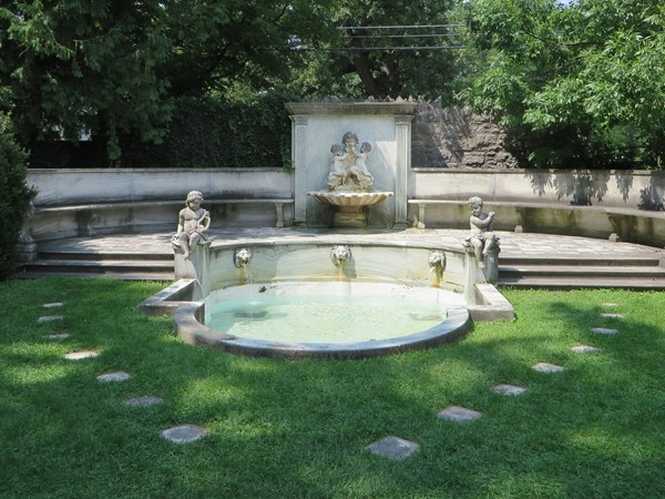 Private garden with fountain and sitting area at Sonnenberg Gardens