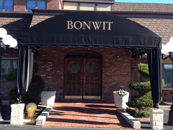 Great restaurant full of Long Island History