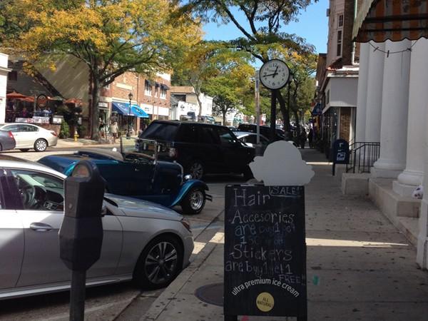 Main Street for great Sunday brunch!
