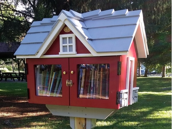 The children's little free library of Marcellus Park is right next to the main playground