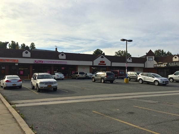 There are many retail and dining options in Prince's Bay
