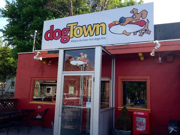 Dog Town: I love their veggie Italian sausage sandwiches with sweet potato fries!