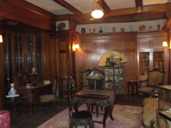 The study in the Sonnenberg Mansion with a secret door to a bathroom