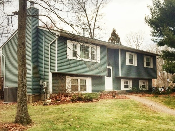 There are some well maintained homes in Maple Knolls