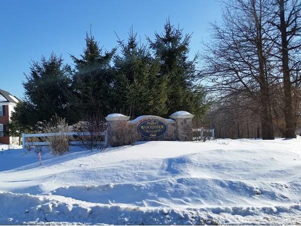 Entrance to Woodside Crossing in winter