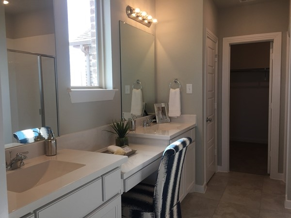 Highland Homes master bathroom in Waterscape